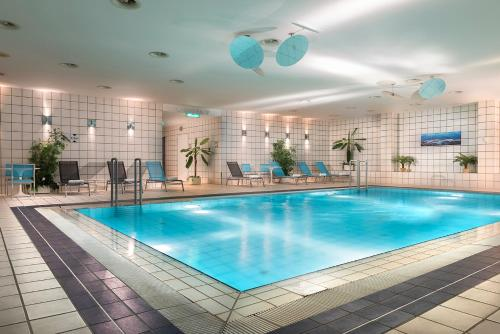 Бассейн в Holiday Inn Berlin City-West, an IHG Hotel или поблизости