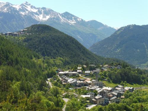 A bird's-eye view of Au Coeur Des Alpes