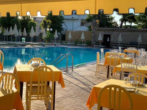The swimming pool at or near La Pineta Dei Liberti