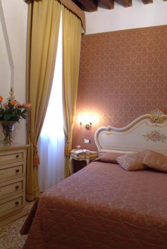 Cama ou camas em um quarto em Apostoli Palace