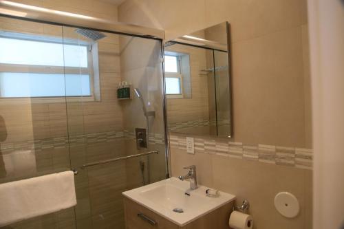 A bathroom at Diane Oceanfront Suites