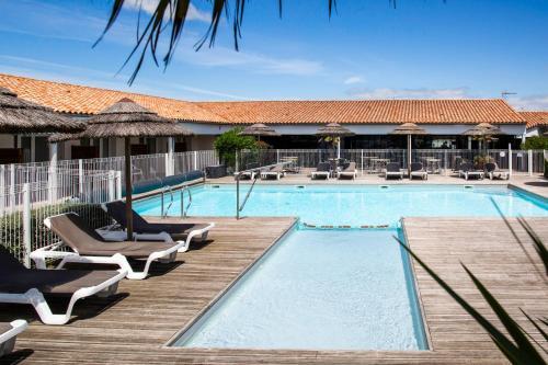 """The swimming pool at or close to Hôtel de Ré, """"The Originals Boutique"""""""
