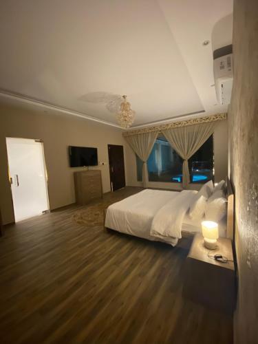 Cama ou camas em um quarto em فيلا TR2الجامعة