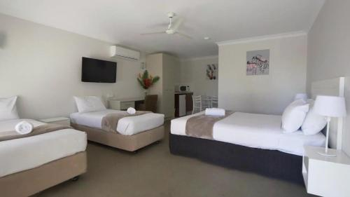 A bed or beds in a room at BIG4 Gold Coast Holiday Park