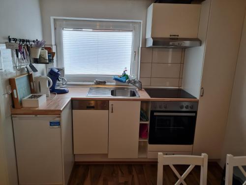 Küche/Küchenzeile in der Unterkunft Wohnung Nordseebriese