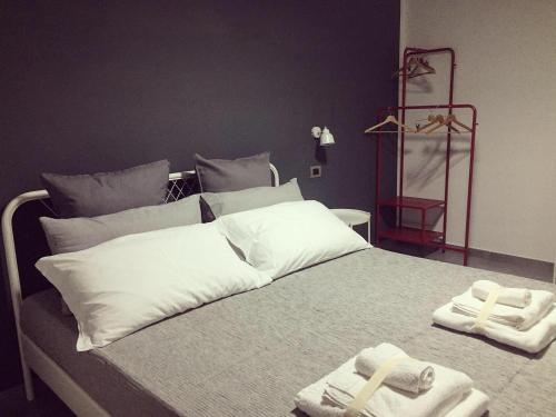 A bed or beds in a room at ZIA FRANCA BED&BREAKFAST