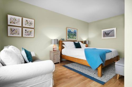 A bed or beds in a room at The Swan Inn Letton