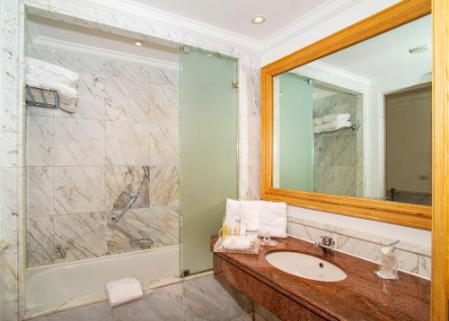 Een badkamer bij Savoy Sharm El Sheikh