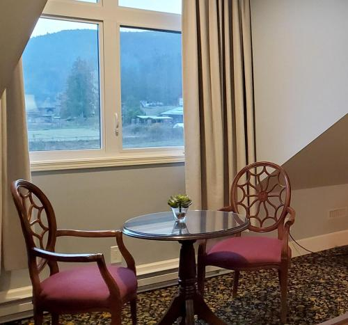 A seating area at Woodstone Manor Inc.