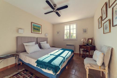 A bed or beds in a room at Villa Fontane Provence