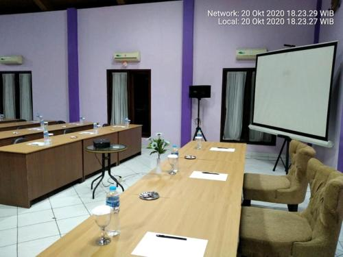 The business area and/or conference room at Hotel Signature Mandala Kencana