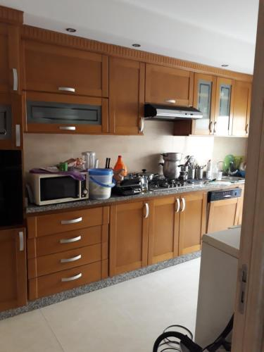 A kitchen or kitchenette at Appartement