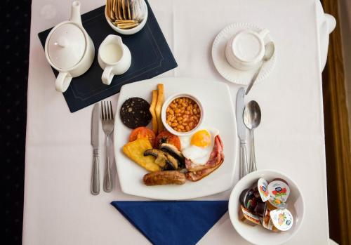 Breakfast options available to guests at Yelf's Hotel