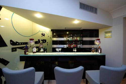 The lounge or bar area at Grand Hotel Piazza Borsa