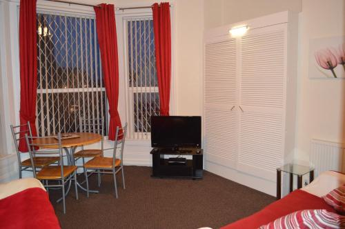 A television and/or entertainment center at Ayrton House Holiday Apartments