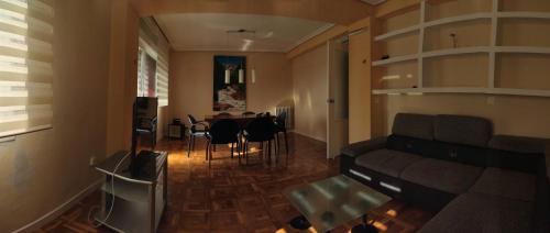 Zona d'estar a Acà Y Allà Apartamento Alfonso El Batallador