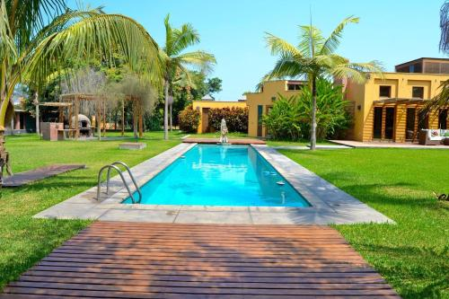 The swimming pool at or close to Villa Monica