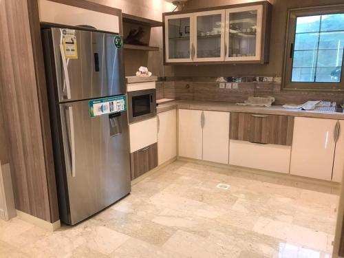 A cozinha ou cozinha compacta de مزرعة ريوف