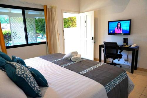 A bed or beds in a room at Seis Playas Hotel