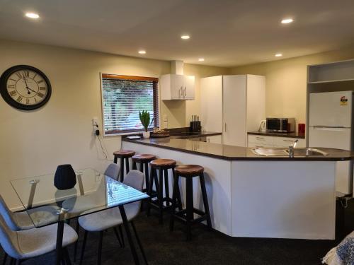 A kitchen or kitchenette at Rainforest Retreat