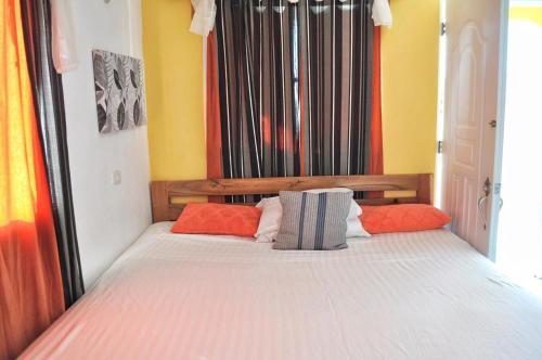 Ein Bett oder Betten in einem Zimmer der Unterkunft De luz Hotel