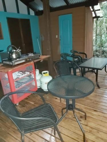 Ein Sitzbereich in der Unterkunft Rainforest Hideaway