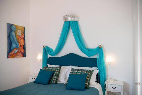 A bed or beds in a room at Hotel Villa Gabrisa
