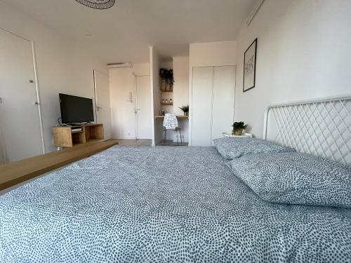 A bed or beds in a room at M.I.A.