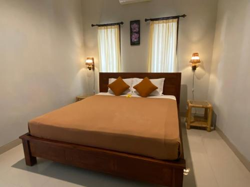 Ein Bett oder Betten in einem Zimmer der Unterkunft Suwardika Homestay & Dormitory