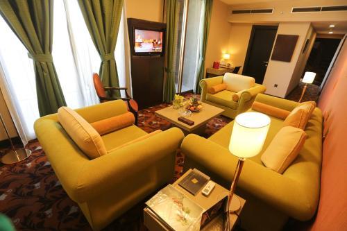 A seating area at Babylon Rotana Hotel
