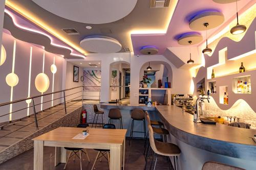 The lounge or bar area at N E P center Hotel Rodos