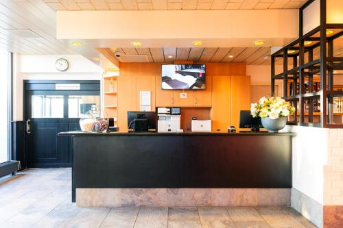 The lobby or reception area at Bastion Hotel Schiphol Hoofddorp