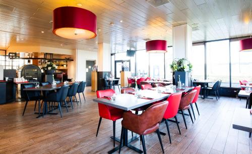 A restaurant or other place to eat at Bastion Hotel Schiphol Hoofddorp