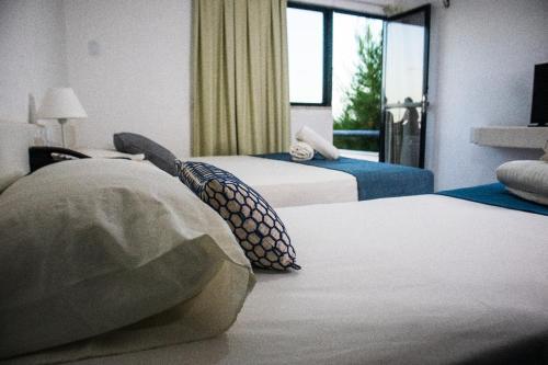A bed or beds in a room at Hotel Amarração