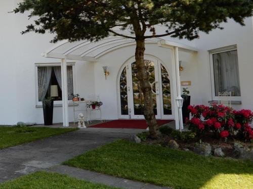 Ein Garten an der Unterkunft Hotel Kurallee