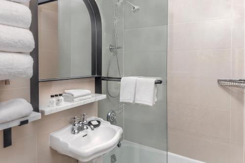 A bathroom at voco The Franklin New York, an IHG Hotel