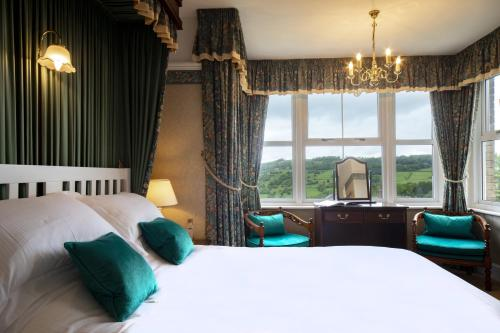 A bed or beds in a room at Cleeve Hill Hotel