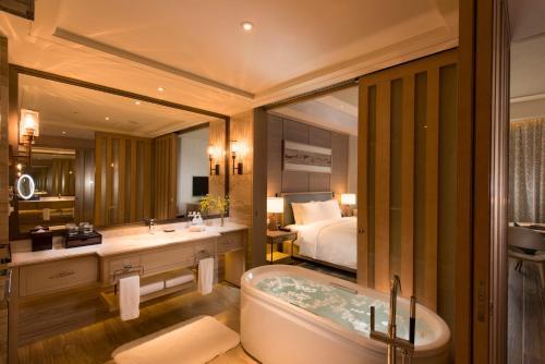 A bathroom at Hilton Yuxi Fuxian Lake