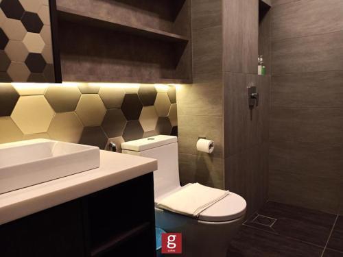 A bathroom at Ceylonz Suites KLCC by G Suites