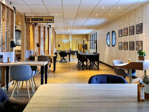 A restaurant or other place to eat at Mercure Paris Gare De Lyon TGV