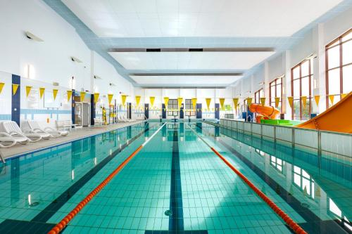 The swimming pool at or near Interferie Sport Hotel Bornit