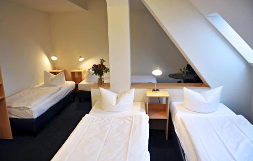 A bed or beds in a room at Hotel Transit Loft
