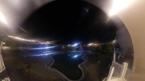 Uma vista da piscina em شاليه فنيسيا2 ou nos arredores
