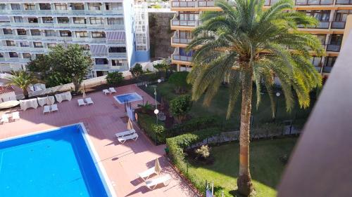 Uitzicht op het zwembad bij Apartamentos Australia of in de buurt