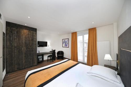 A bed or beds in a room at Hotel de la Jamagne & Spa