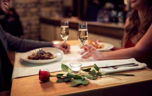 A restaurant or other place to eat at Romantica & Le Gourmet cena romantica e pernottamento