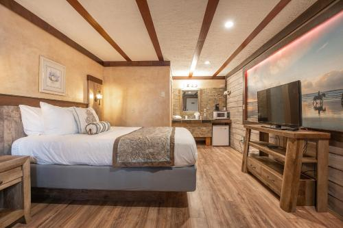 A bed or beds in a room at Wanderlust Inn