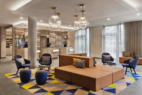 The lounge or bar area at Courtyard by Marriott Hamburg City