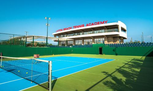 Tennis and/or squash facilities at Lyttos Beach or nearby