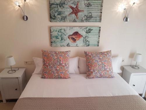 Een bed of bedden in een kamer bij Villas Coral Deluxe